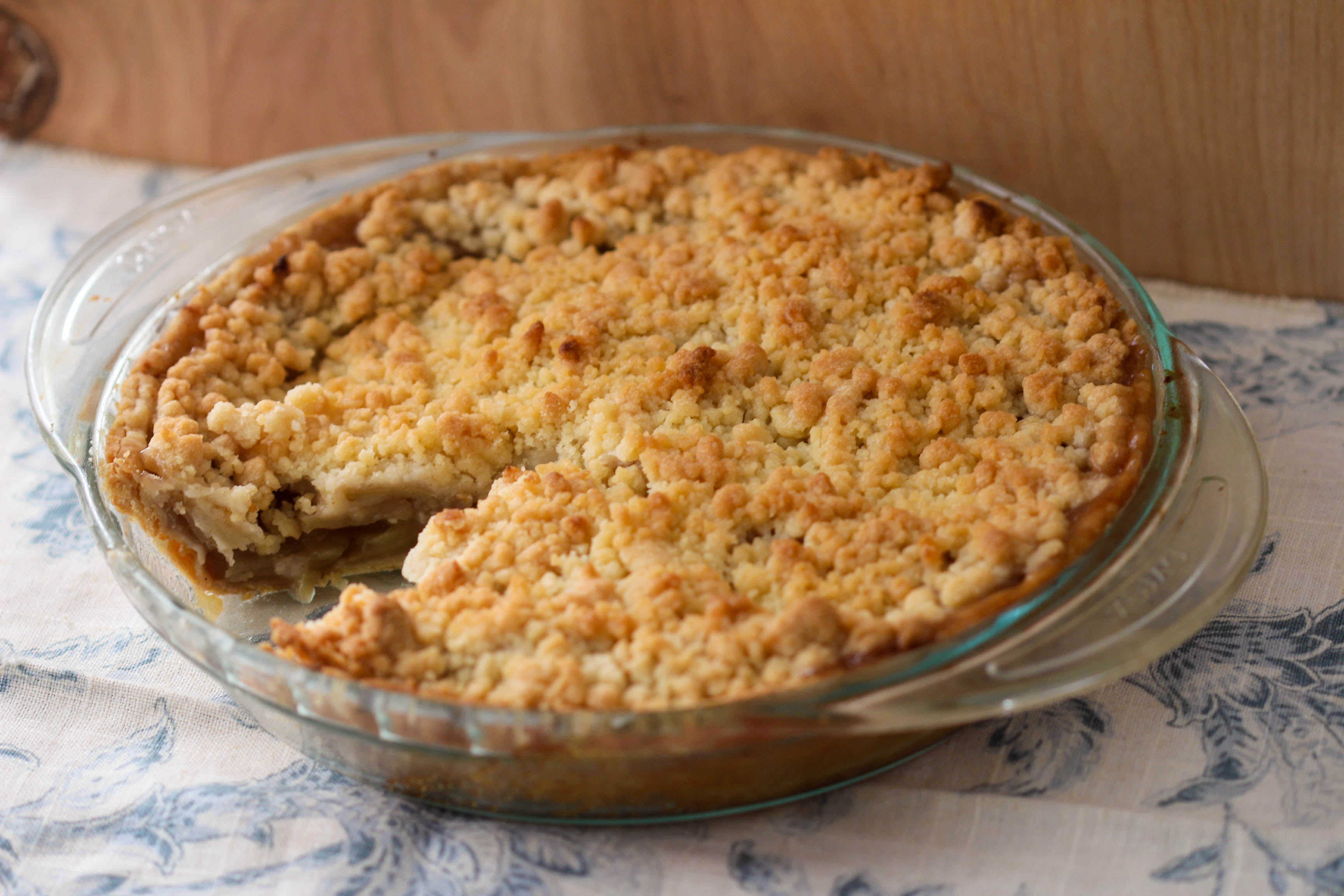 Apple Crumble Pie | umami holiday.